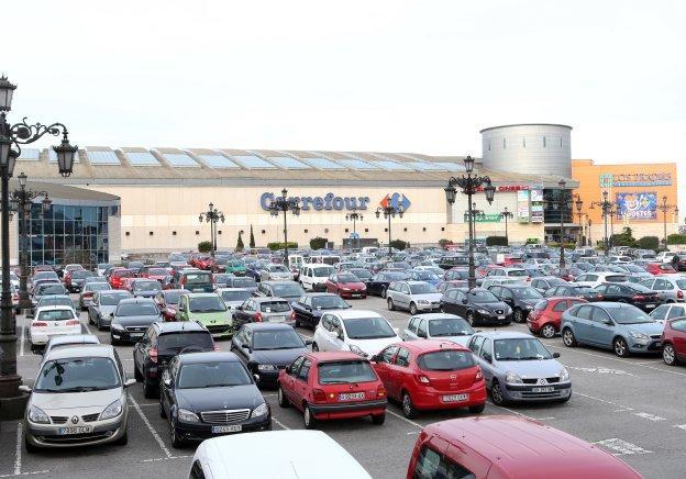 El centro comercial de Los Prados alegó contra el recargo del IBI, al igual que hizo el Colegio de Abogados o el IBI.
