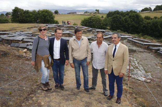 María García, Genaro Alonso, Javier Fernández , Eustaquio Revilla, y Vicente Domínguez, en el Chao Samartín.
