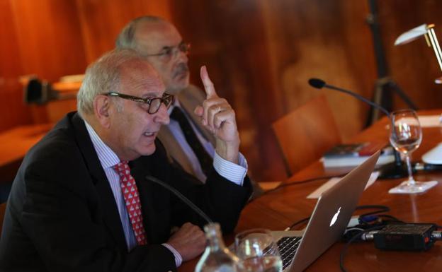 Felipe González de Canales López Obrero durante su intervención en los cursos de verano de La Granda.