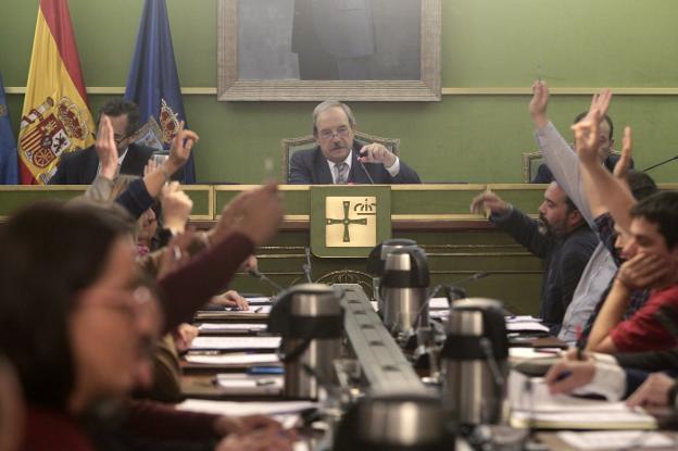 Resultado de imagen de oficialidá del asturiano en oviedo, el comercio