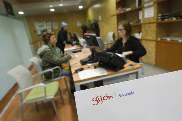 Sede de la Empresa Municipal de la Vivienda (Emvisa), en la avenida de Portugal. / JOSÉ SIMAL