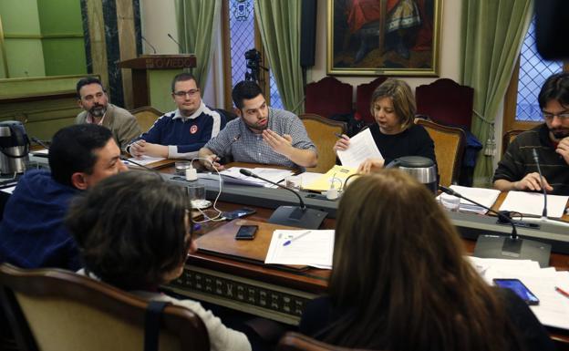 Resultado de imagen de Pleno del Ayuntamiento de Oviedo, 7 de marzo, el comercio