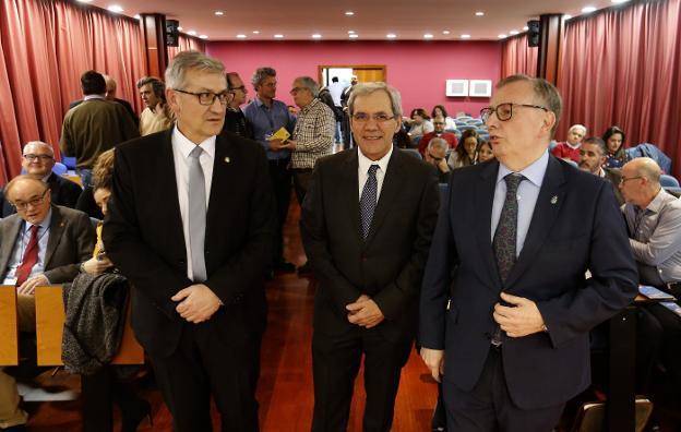 García Granda, Salvador Tranche y Del Busto. :: PABLO LORENZANA/