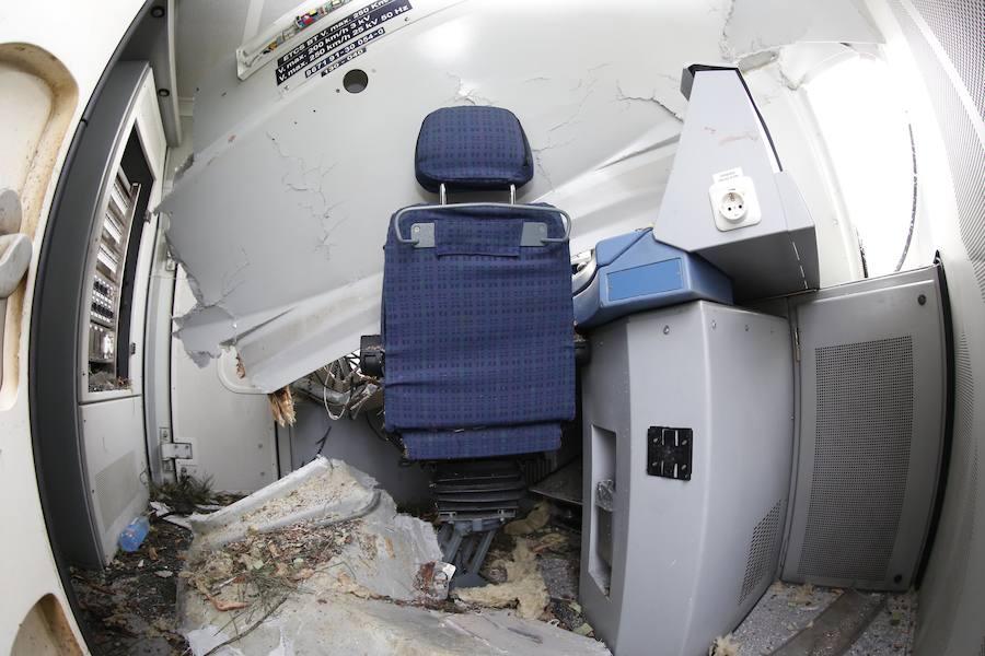 La cabina del conductor terminó destrozada tras la aparatosa colisión.
