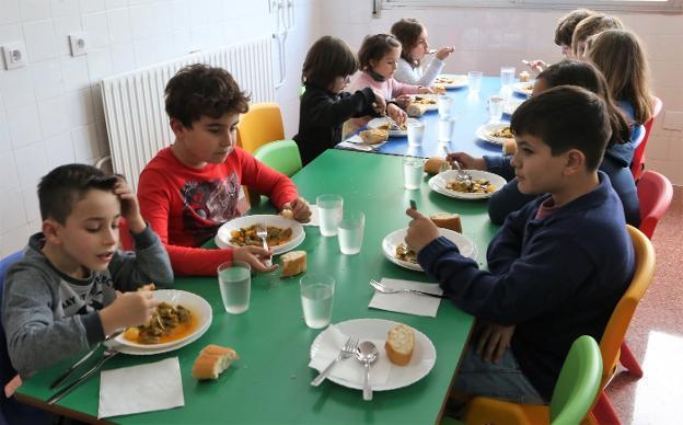 Veinte alumnos estrenan el comedor del colegio Xentiquina   El Comercio