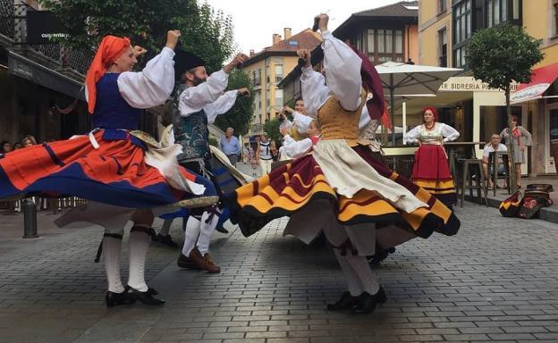 Resultado de imagen de Muestra de Folclore de Cangas de Onís