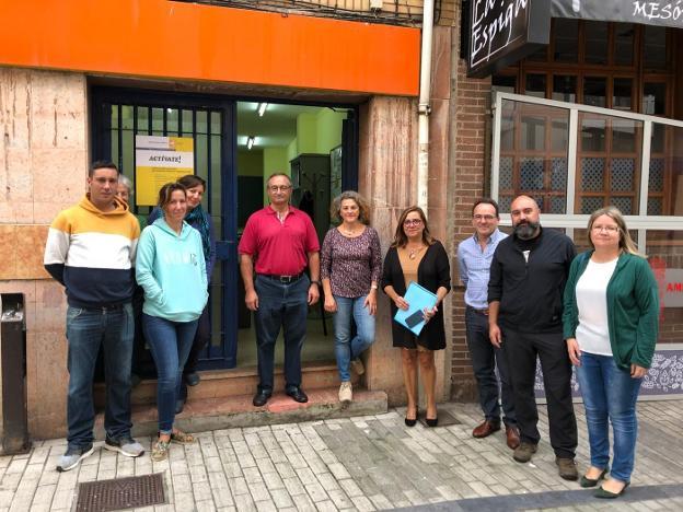 Los participantes, tras la inauguración del taller en Candás./