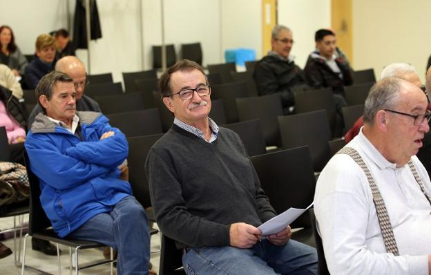 José Alberto García sonríe tras conocer la adjudicación del huerto urbano en Pando. /  ALEX PIÑA