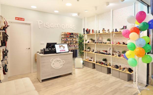98a4d87b3b7 Pisamonas inaugura su primera tienda en Asturias. Pisamonas inaugura su  primera tienda en Asturias. La zapatería infantil ...