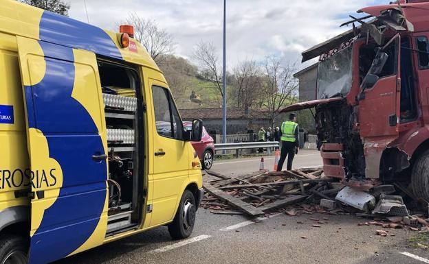 accidente pilona camion%20(8) k50F U70951861929w4E