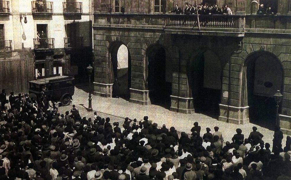 Proclamación de la República en la Plaza del Ayuntamiento de Gijón/