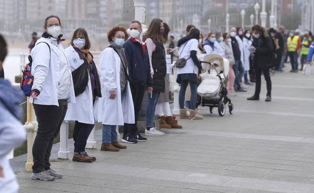Mil asturianos salen a la calle a pedir medios para la sanidad pública