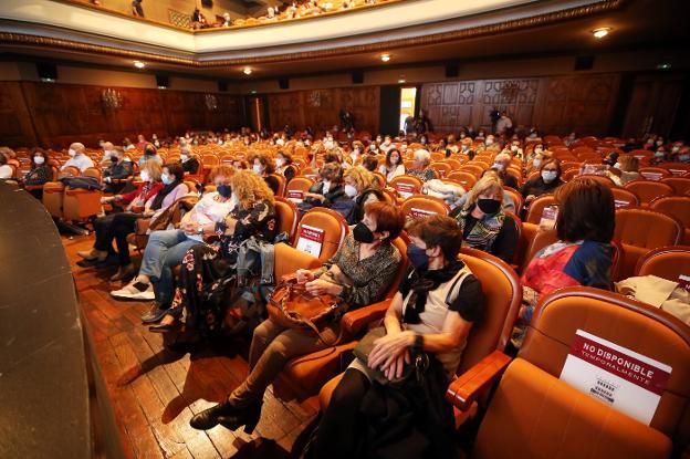 El público que asistió al acto del Teatro Filarmonica./