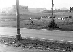 Obras de construcción del centro comercial en la parcela de Porceyo, a principios de la década de los ochenta del pasado siglo. Fotografía: El Comercio.