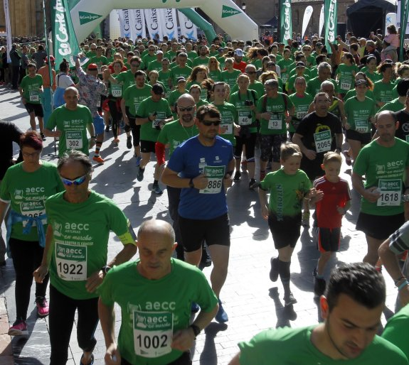Oviedo Se Tiñe De Verde Contra El Cáncer El Comercio